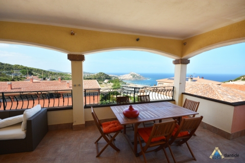 LARGE THREE-ROOM APARTMENT WITH BREATHTAKING VIEWS ON THE SEA AND CASTLE